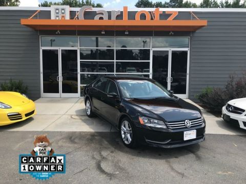 Pre-Owned 2014 Volkswagen Passat SE w/Sunroof