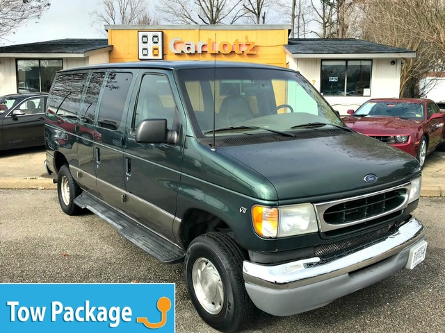 Pre-Owned 2001 Ford Econoline Wheelchair Van XL